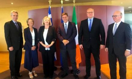 Αποχαιρετιστήριο γεύμα στην Πρέσβη της Ιρλανδίας, Orla O'Hanrahan, από τον Αναπληρωτή Υπουργό Εξωτερικών, Μιλτιάδη Βαρβιτσιώτη (Αθήνα, 22.10.2019)