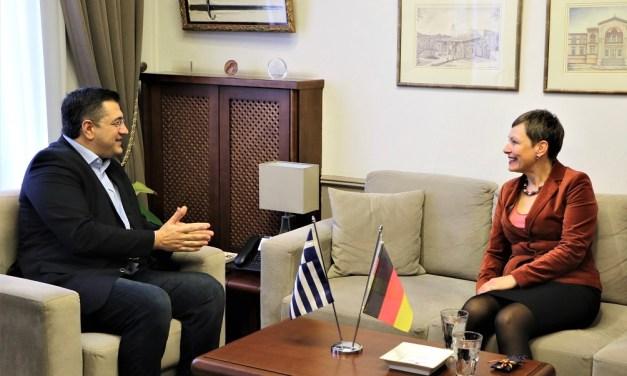 Συνάντηση του Περιφερειάρχη Κεντρικής Μακεδονίας Απόστολου Τζιτζικώστα με τη Γενική Πρόξενο της Γερμανίας στη Θεσσαλονίκη Σίβυλλα Μπέντικ εν όψη της 85ης ΔΕΘ το 2020.