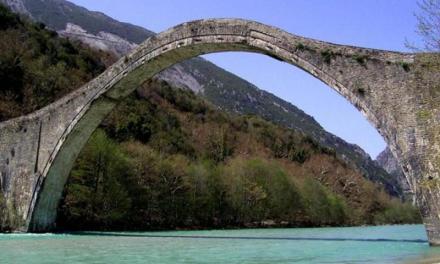 Όρθιο και πάλι το γεφύρι της Πλάκας στα Τζουμέρκα