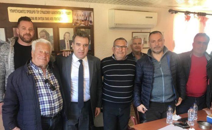 Με εκπροσώπους των ιδιοκτητών ταξί της Ρόδου συναντήθηκε ο υφυπουργός Τουρισμού Μάνος Κόνσολας