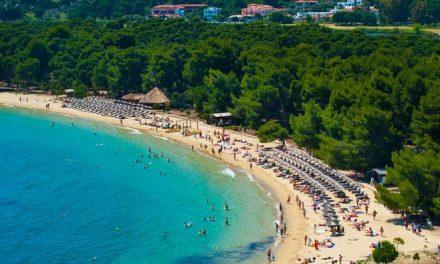 Σκιάθος: Πρώτες πτήσεις από Ρουμανία με 330 τουρίστες και 20 δημοσιογράφους για «γνωριμία με το νησί»