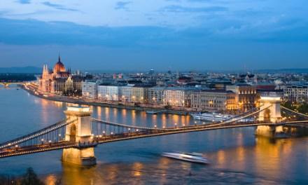 Η Ουγγαρία κλείνει τα σύνορα στους τουρίστες