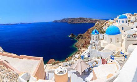 Ο κορωνοϊός δημιούργησε νοσταλγία διακοπών | Σαντορίνη, ελληνικά νησιά & Ακρόπολη στις top εμπειρίες για τους Βρετανούς