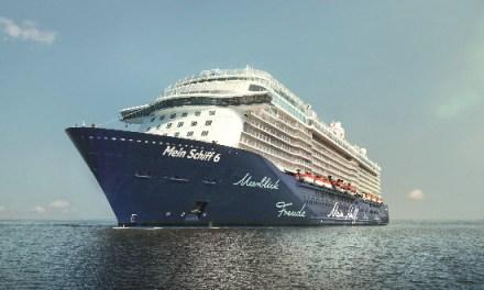 """Στο λιμάνι της Κέρκυρας το κρουαζιερόπλοιο """"Mein Schiff 6"""""""