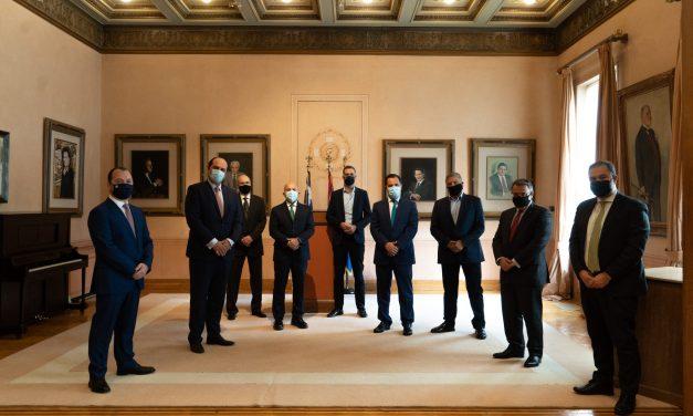 Στην τελετή υπογραφής του Συμφώνου Συνεργασίας για την έναρξη των έργων της Διπλής Ανάπλασης στο Βοτανικό και στη Λεωφόρο Αλεξάνδρας που πραγματοποιήθηκε στο Δημαρχείο της Αθήνας, ο Περιφερειάρχης Αττικής Γ. Πατούλης