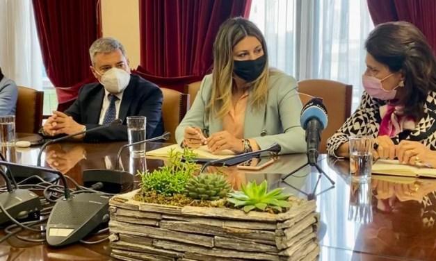 Συναντήσεις της Σοφίας Ζαχαράκη κατά την επίσκεψή της στην Ιθάκη και στην Κεφαλονιά