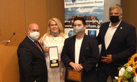 Απονομή βραβείου Γ. Πατούλη για τη συνδρομή του στην αντιμετώπιση της πανδημίας από τον όμιλο Med-Professionals, στο πλαίσιο του 7ου Συμπόσιου Ιατρικού Τουρισμού