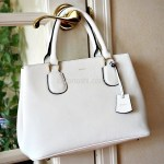 本革でこのお値段だから贅沢に気兼ねなく持てる真っ白のバッグ サフィアーノレザーのquair(クアー)コルザトートバッグ