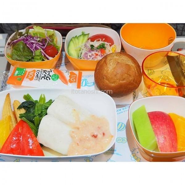 #エバー航空 #羽田 発 #台北松山 行きの #機内食 。 #特別食 の  #ローカロリー ミールです。#白身魚 が #美味しい 。
