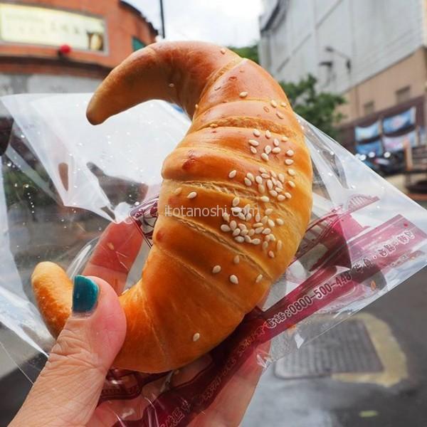 #山峡 の #名物 と言えば #金牛角 と呼ばれる #クロワッサン 。日本のクロワッサンとはちょっと違う。これは #古早味 (オリジナル)。#台湾 #パン
