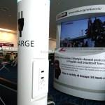 羽田空港にて 国際線ターミナルの搭乗口前のベンチは充電に便利!