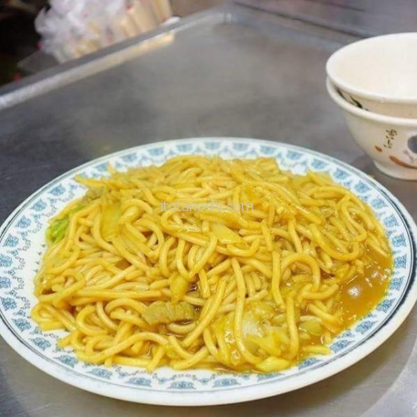 #咖喱 #炒麺娘のオススメ。すごーく美味しい♪これだけを食べに #基隆 へ来ても良いくらい!カレーうどんのカレーの味かな?#台湾 #夜市 #キールン
