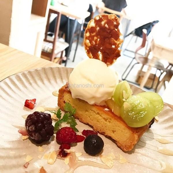 カフェでの女子会はスイーツが欠かせない…今日は心に栄養を↑と言い訳する(笑)サワーグルトアイスとシャインマスカットのタルト。マスカットがマイブーム。サワーグルトアイスがさっぱりとしてて美味しかったわ♡#新宿 #shinjuku #ムブカフェ #movecafe #カフェ #cafe #スイーツ #sweets #タルト #シャインマスカット #シャイマス #ぶどう #マスカット #フルーツタルト #アイス #サワーグルト #個室 #女子会 #instalover #instalovers #instalove #instafood #instafoods #instasweet #instasweets