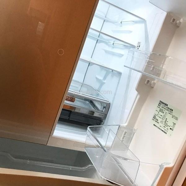 新しい冷蔵庫が来ました。昨夜から怪しいなぁと思っていたら、朝、アイスがべちょべちょになっていた。99年製のものなので買い換えることに。ヨドバシ.comに午後2時過ぎに注文して8時半に届きました!神だわ~#東芝 #toshiba #冷蔵庫 #冷蔵庫壊れた  #refrigerator #ヨドバシ #yodobashi #家電 #買い換え #当日配達 #当日配送 #instalover #instalovers #instalove