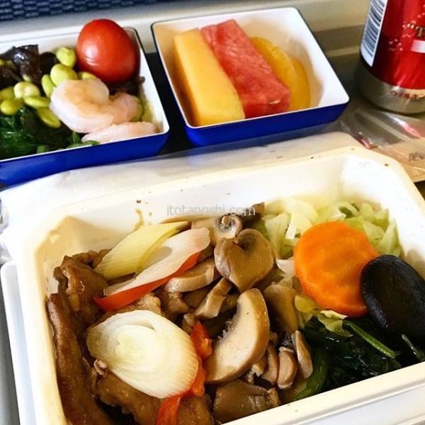 ANA厦門発成田行きの特別食、グルテン対応ミール。この後ハーゲンダッツのバニラアイスが出ました。.これまで食べてきた特別食中で一番美味しかったです!.#全日空 #ANA #飛行機 #機内食 #特別食 #グルテン  #グルテンフリー  #ダイエット #中国 #xiamen #厦門 #アモイ #china  #xiamen #airplane #instalove #instalover #instalovers #instafood #instafoods #instatravel #instatravelling #instatrip