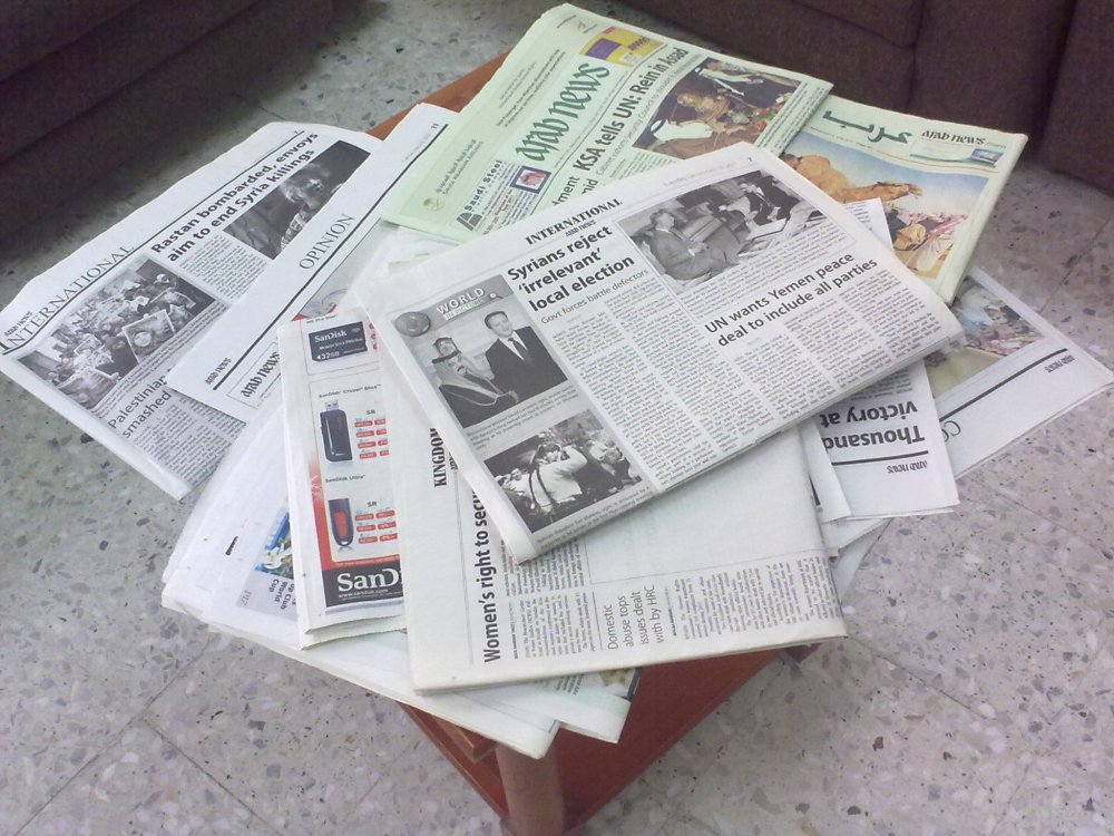 Reading Newspapers (2/4)