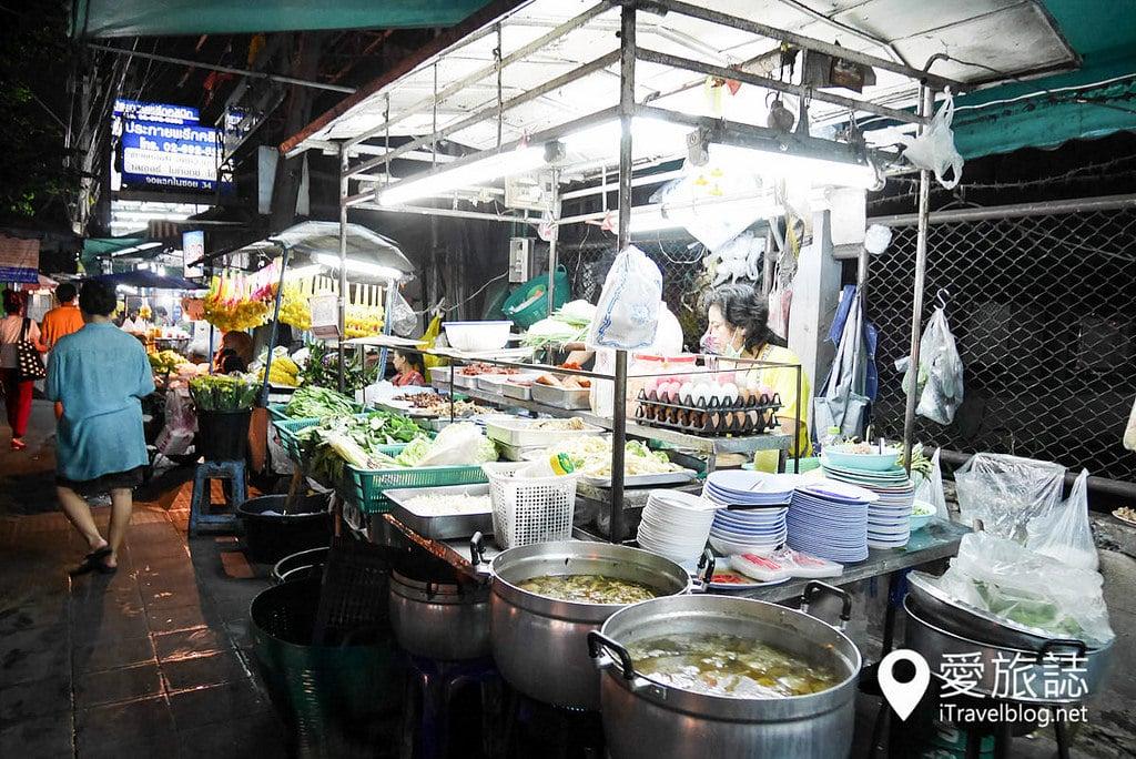 《曼谷夜市集景》匯狂夜市:消費便宜道地的社區型捷運夜市