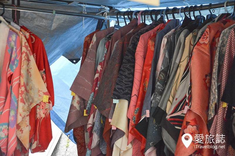 《京都市集即景》北野天滿宮天神市:紅葉與銀杏共舞古董市