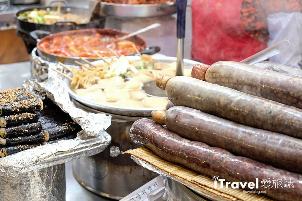 《首爾景點推薦》廣藏市場 Gwangjang Market:南韓歷史最悠久市場,看熱鬧與看門道兩相宜。