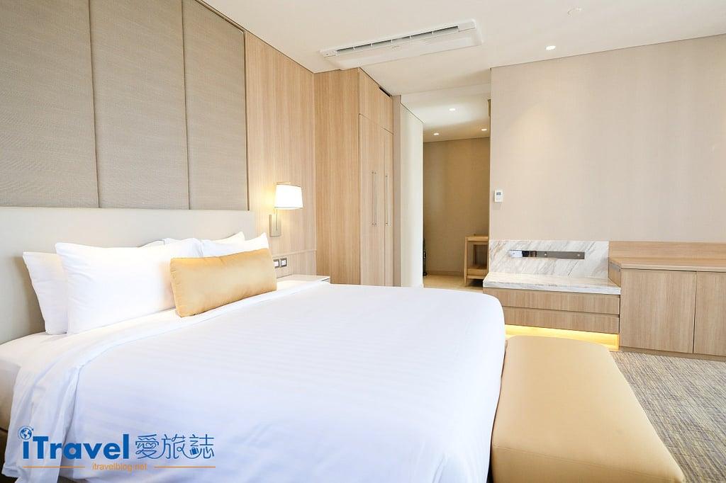 《曼谷飯店推薦》指南針天景酒店:緊鄰澎蓬商圈的大空間房型