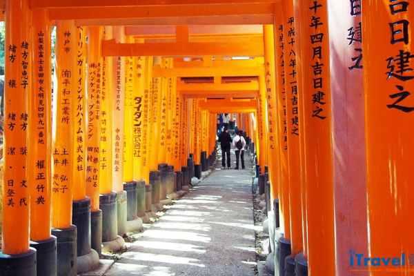 《京都电影景点》 伏见稻荷大社,走进艺伎回忆录场景中千本鸟居