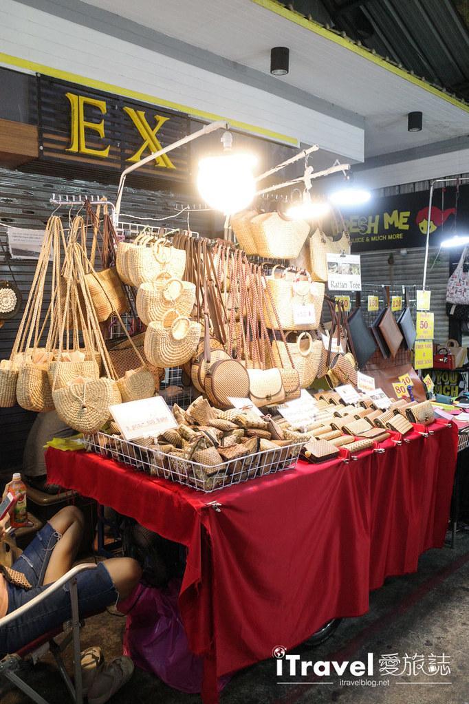 曼谷水門市場夜市 PratuNam Market (35)
