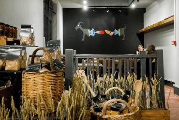 Τhe Life Goddess: Το παραδοσιακό, ελληνικό παντοπωλείο που κέρδισε το Λονδίνο - iTravelling