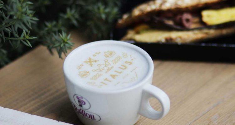 Στο Italus για selfieccino και καφέ σε choco cup - iTravelling