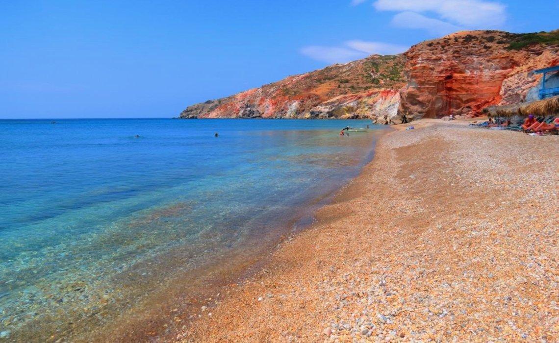 Παλαιοχώρι: Η παραλία που «θυμίζει» Σαντορίνη στα καλύτερά της - iTravelling