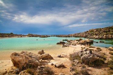Άσπρη Λίμνη: Ένας κρυφός παράδεισος δίπλα στο Ελαφονήσι - iTravelling