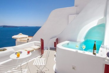 Σαντορινιά σπηλιά - κατοικία 250 ετών στα καλύτερα της Airbnb - iTravelling