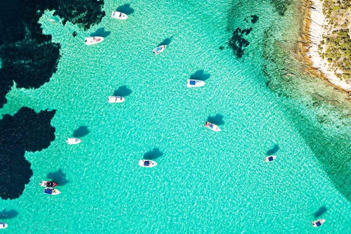 Αυτή είναι η ελληνική παραλία με τα πιο ζεστά νερά