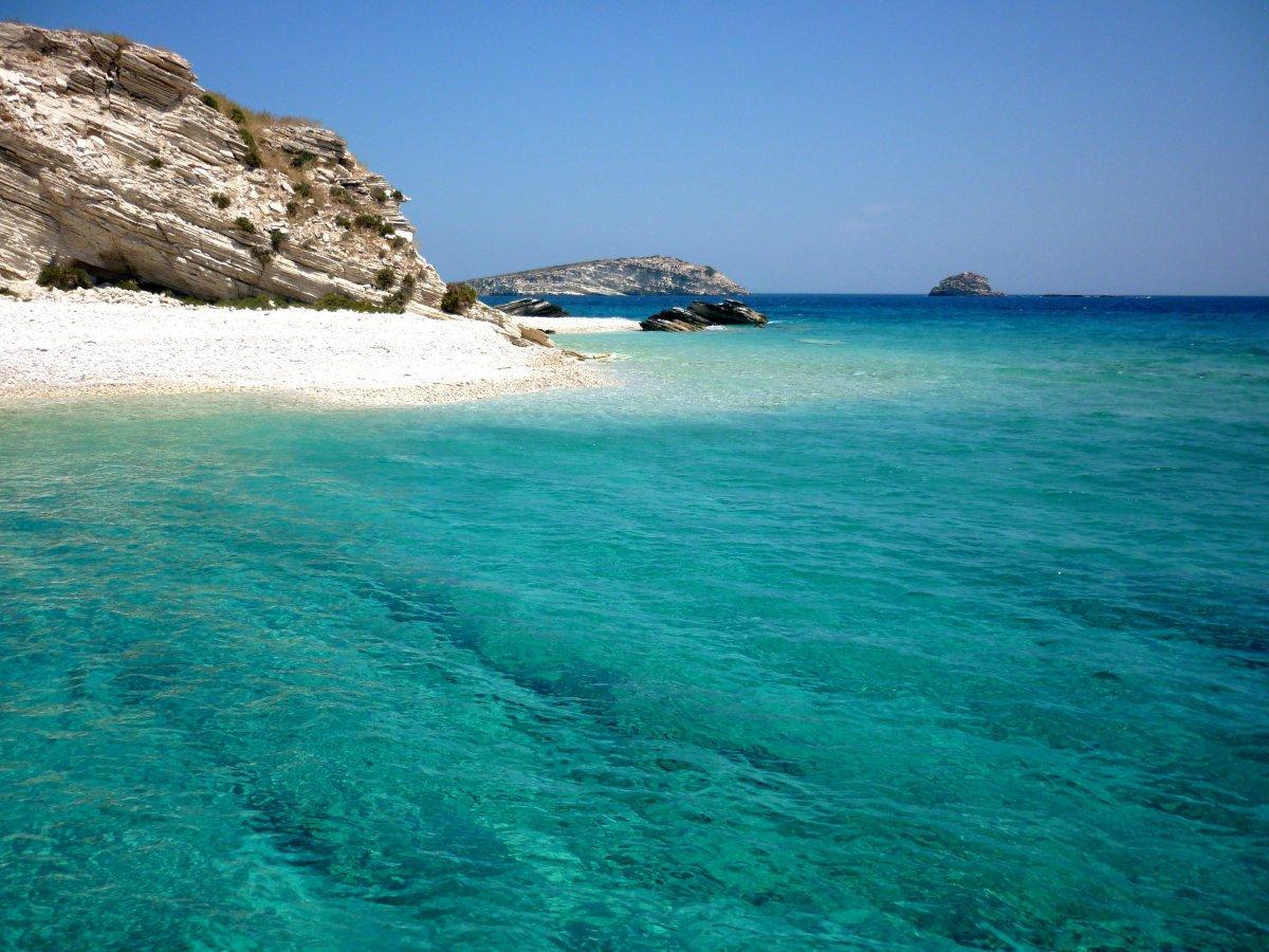 9 ερημικές παραλίες για ξέγνοιαστες βουτιές