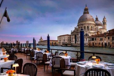 5 ρομαντικά εστιατόρια δίπλα στο νερό - iTravelling.gr