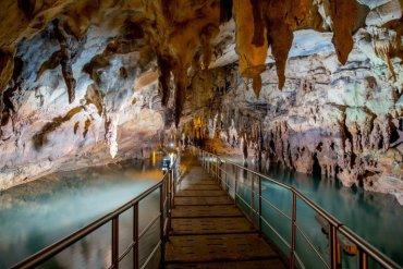 Σπήλαιο των Λιμνών: Μια εκδρομή για όλη την οικογένεια - iTravelling.gr