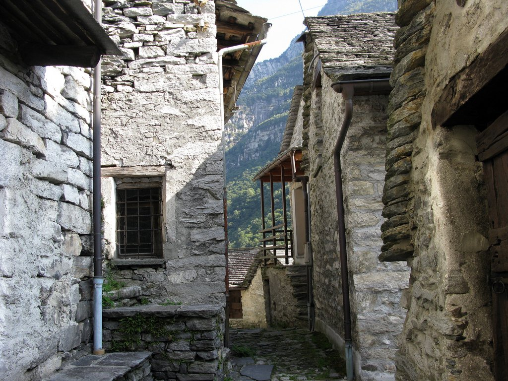 Corippo: Το χωριό που μεταμορφώνεται σε ξενοδοχείο στην Ελβετία - itravelling.gr