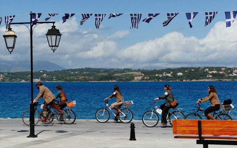 Tweed Run Spetses: Μια ποδηλατάδα με dress code - itravelling.gr