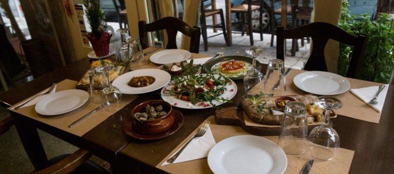 iT Christmas Gift Calendar #4: Κρητικό γεύμα για δύο στον Κατσούρμπο! - itravelling.gr