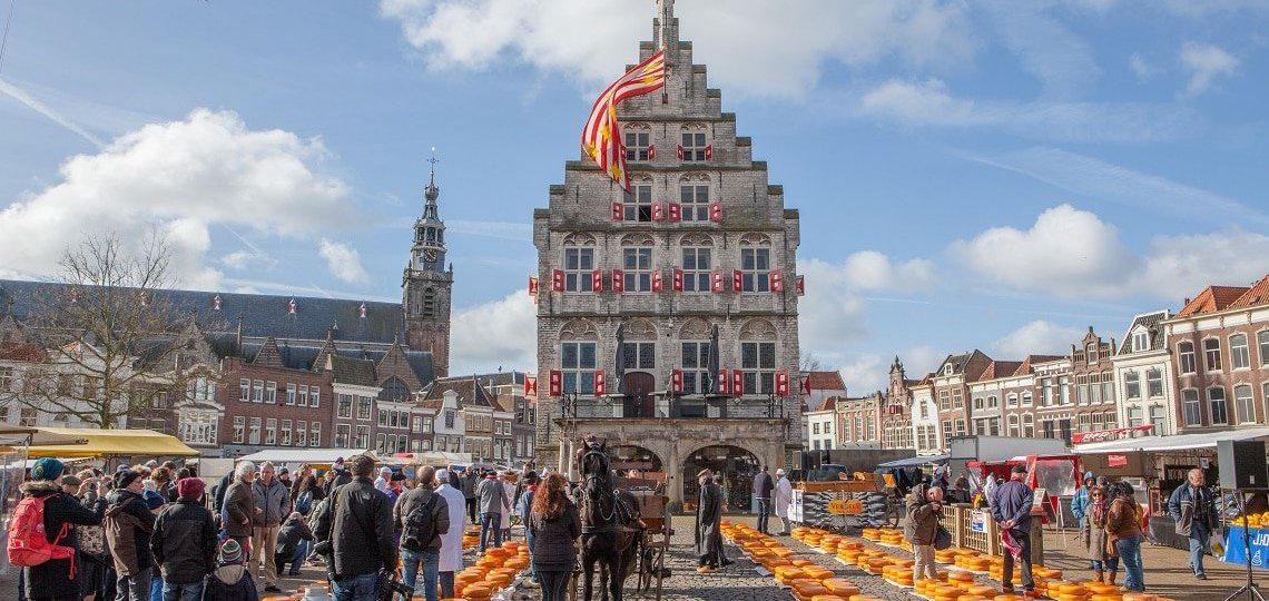 Gouda: Ταξίδι στην Ολλανδία και το ναό του κίτρινου τυριού
