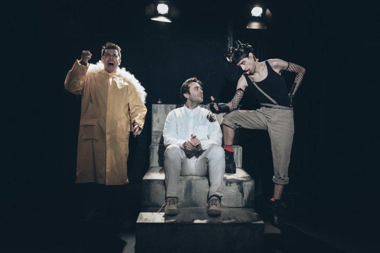 Η ΖΩΗ ΜΕΤΑ ΧΑΜΗΛΩΝ ΠΤΗΣΕΩΝ του Αρκά στο Θέατρο Αποθήκη - itravelling.gr