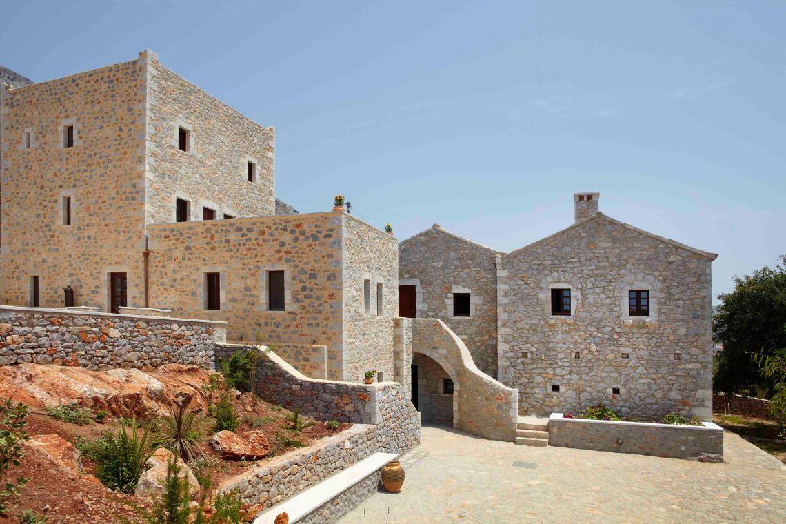 Ξενώνας Πετρίτης: Εκεί όπου η παράδοση συναντάει τη μανιάτικη φιλοξενία - itravelling.gr