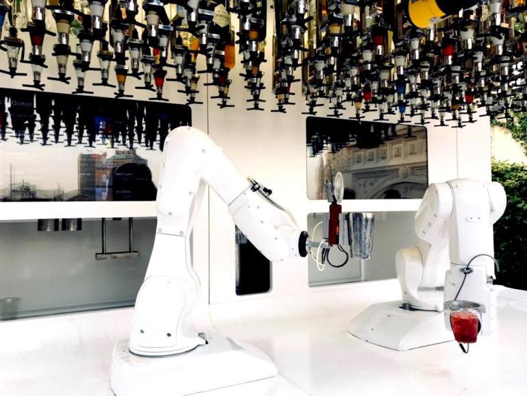 Με ρομπότ barman και θέα στο Duomo - itravelling.gr