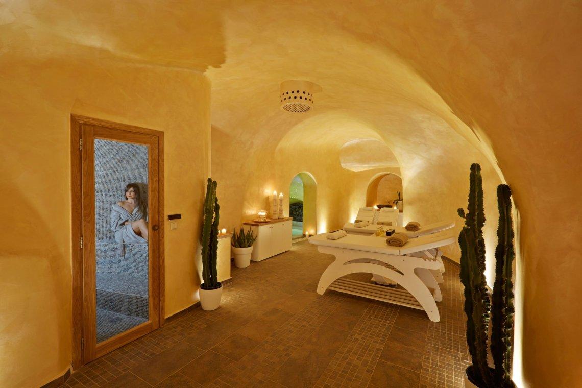 Gold Spa: Ευ ζην με υψηλό design στο Andromeda Villas στη Σαντορίνη - itravelling.gr