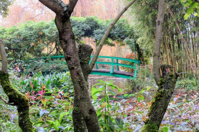 Monet's garden at Giverny - Green Japanese bridge over the pond