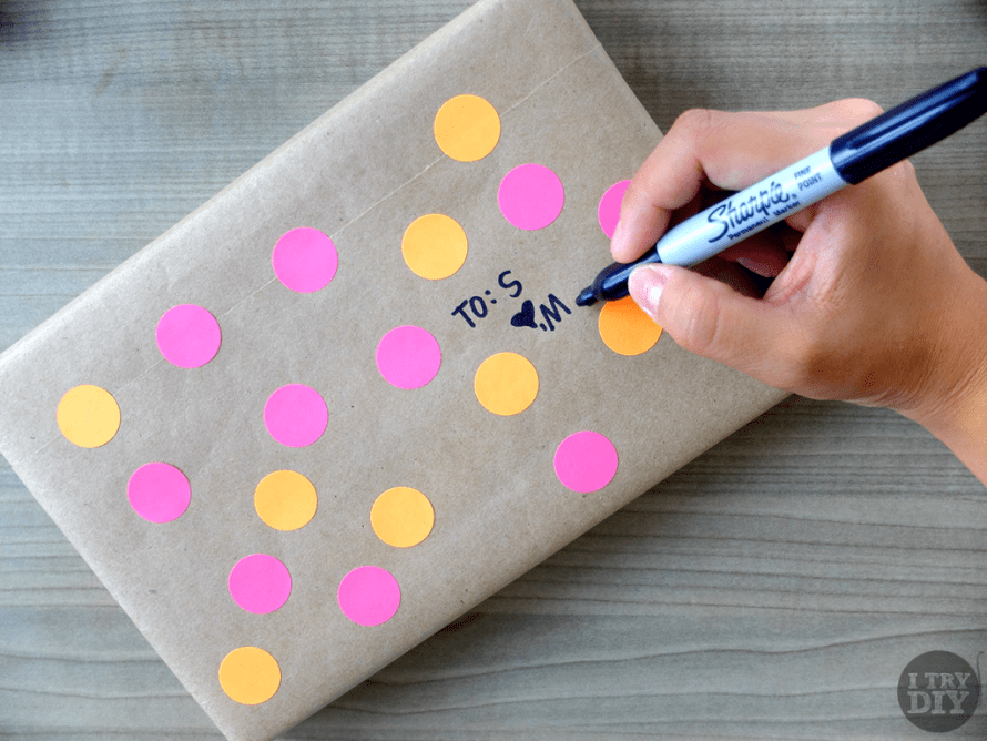 I Try DIY | It's A Wrap: Polka Dot Gift Wrapping