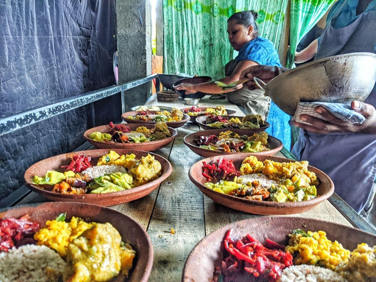 Sri Lanka - Reisetipps - lokal essen und Geld sparen