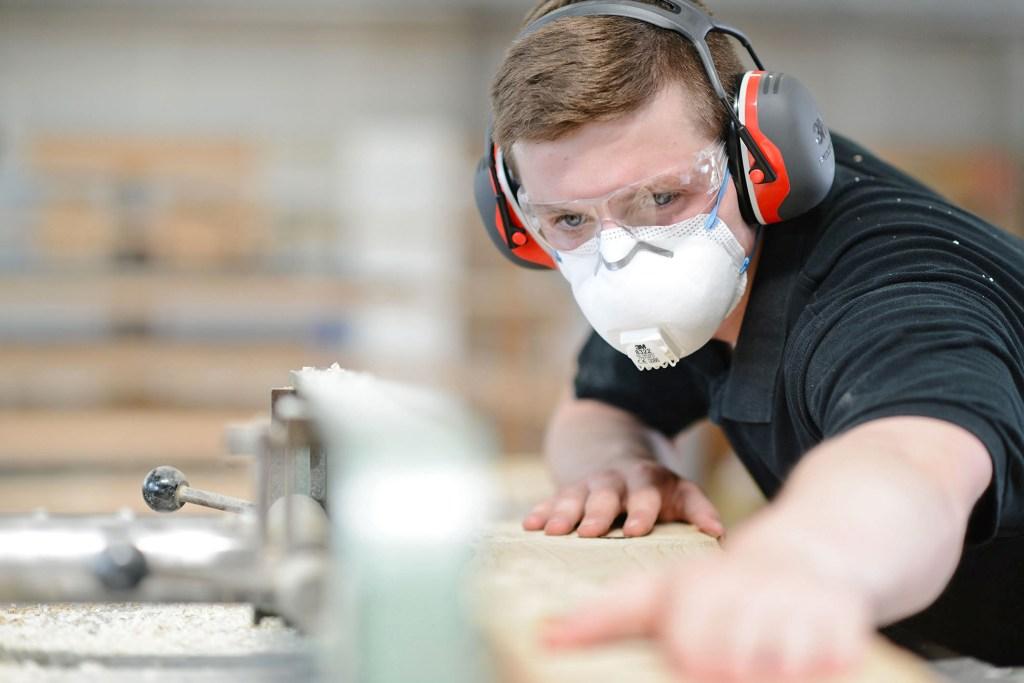 """An """"lauten"""" Arbeitsplätzen unverzichtbar: ein zuverlässig und gut sitzender Gehörschutz."""