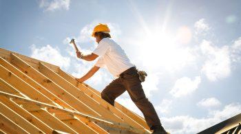 Wer wie etwa Bauarbeiter viel im Freien arbeitet, hat ein höheres Risiko, an hellem Hautkrebs zu erkranken.