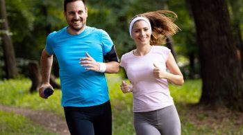 Paar beim Joggen - Berufsunfähigkeitsversicherungen