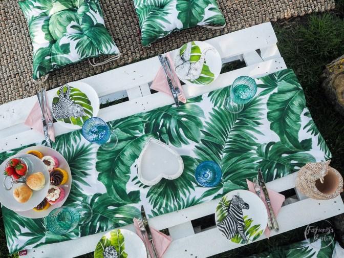dekoria, garden decor, picnic decor, picnic, garden, garden cushions, outdoor cushions, outdoor textiles, palm print cushions, picnic styling, decor,